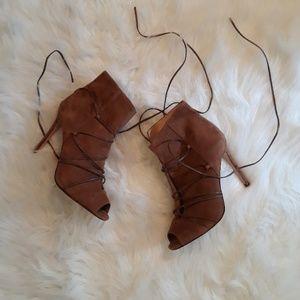 NWOT Antonio Melani suede brown peekaboo heel